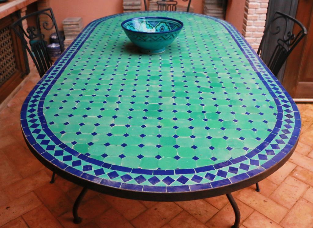 Orientale: tavolo ovale marocchino